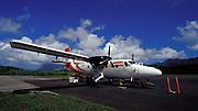Kleines Flugzeug, Hiva Oa, Französisch Polynesien * Small airplane, Hiva Oa, French Polynesia