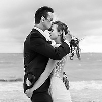 Maria & Greg's portrait @ the beach of the Excellence Isla Mujeres Resort in Cancun, Mexico. Photo by: Juan Carlos Calderón
