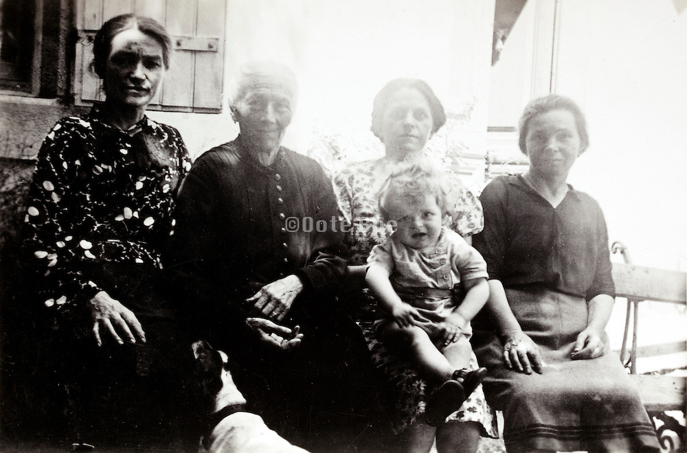 4 generation female family group portrait France