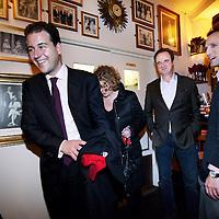 Nederland, Amsterdam , 3 maart 2010..Lodewijk Asscher lijsttrekker PvdA, zichtbaar tevreden met de resultaten van de Gemeenteraadsverkiezingen in Amsterdam verlaat café Dantzig bij de Stopera..Foto:Jean-Pierre Jans
