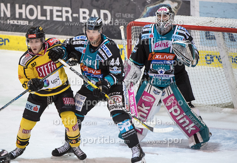 11.02.2018, Keine Sorgen Eisarena, Linz, AUT, EBEL, EHC Liwest Black Wings Linz vs Vienna Capitals, Platzierungsrunde, im Bild Taylor Vause (Vienna Capitals), vor Shane O Brian (EHC Liwest Black Wings Linz), Tormann Michael Ouzas (EHC Liwest Black Wings Linz) // during the Erste Bank Icehockey League placement round between EHC Liwest Black Wings Linz and Vienna Capitals at the Keine Sorgen Icearena, Linz, Austria on 2018/02/11. © 2018, PhotoCredit: EXPA/ Reinhard Eisenbauer