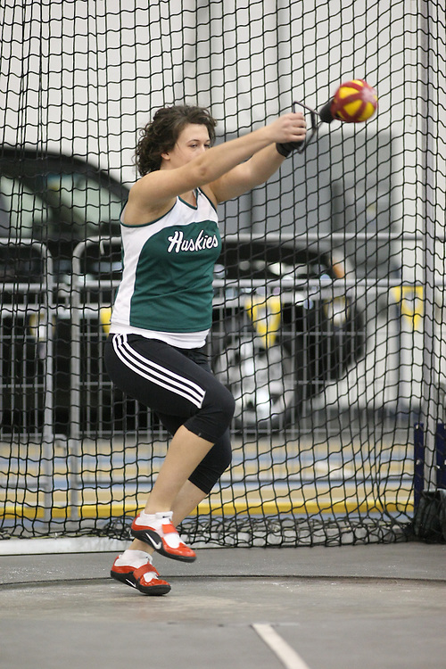 Windsor, Ontario ---12/03/09--- Taryn Suttie of  the University of Saskatchewan competes in the Women's Weight Throw at the CIS track and field championships in Windsor, Ontario, March 12, 2009..Sean Burges Mundo Sport Images