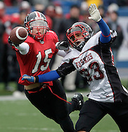 TREVOR HAGAN - Mitch Sumka of the Sisler Spartan AAA Football team reaches for out for a pass that just misses his fingertips. The coverage was good by Alex Hebert of the Sturgeon Heights Huskies.<br /> October 30, 2009