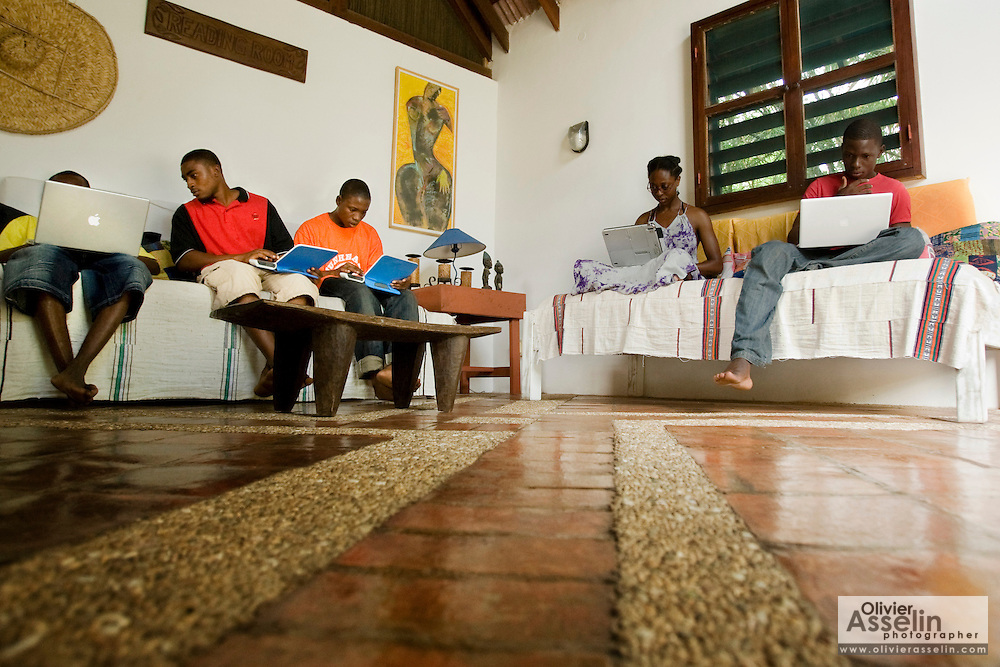 Students use laptops to browse the internet over a wireless network at the Kokrobitey Institute in the town of Kokrobitey, 30km west of Ghana's capital Accra on Sunday January 18, 2009. From left to right Patrick Tetteh Tamatey, Reuben Sekpona, Abass Aryee, Nana Ama Bentsi-Enchill, Simon Mensah.