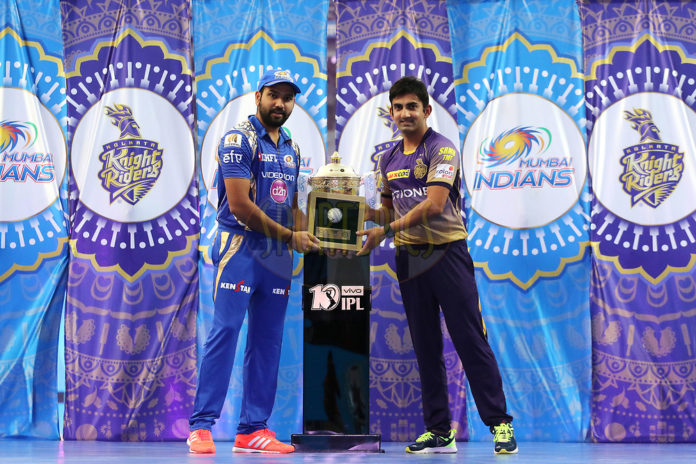 Mumbai Indians captain Rohit Sharma presents a memento to Kolkata Knight Riders captain Gautam Gambhir before the start of the match 7 of the Vivo 2017 Indian Premier League between the Mumbai Indians and the Kolkata Knight Riders held at the Wankhede Stadium in Mumbai, India on the 9th April 2017<br /> <br /> Photo by Vipin Pawar - IPL - Sportzpics