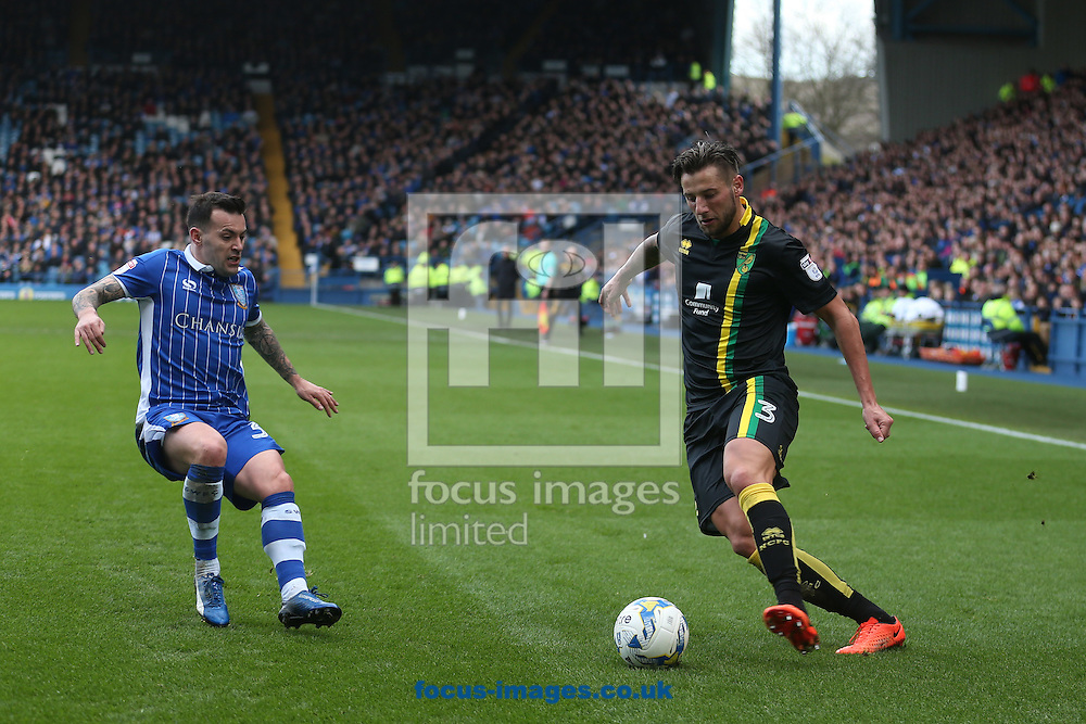 Ross Wallace of Sheffield Wednesday and Mitchell Dijks of Norwich in action during the Sky Bet Championship match at Hillsborough, Sheffield<br /> Picture by Paul Chesterton/Focus Images Ltd +44 7904 640267<br /> 04/03/2017