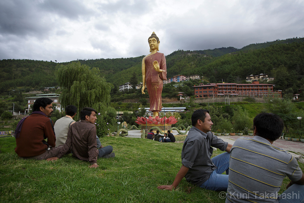 Men relax in front of the Standing Buddha in Thimphu, Bhutan on September 1, 2013<br /> (Photo by Kuni Takahashi)