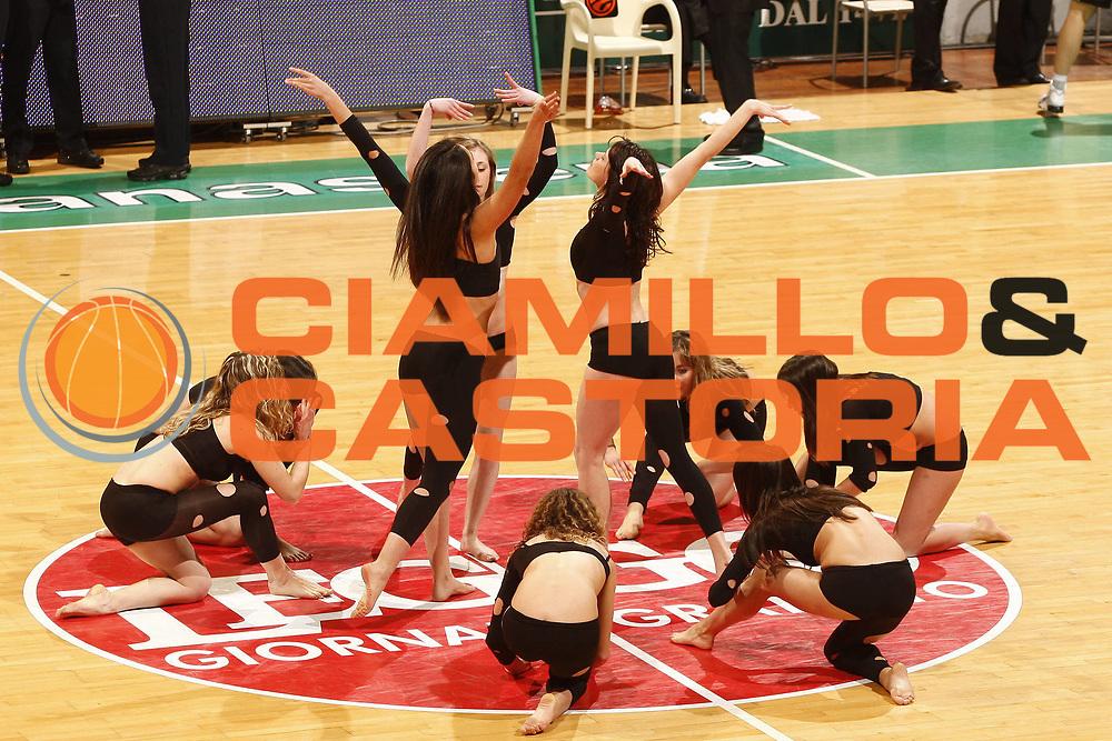 DESCRIZIONE : Siena Eurolega 2009-10 Top 16 Montepaschi Siena Efes Pilsen Istanbul<br /> GIOCATORE : Cheerleaders<br /> SQUADRA : Montepaschi Siena <br /> EVENTO : Eurolega 2009-2010<br /> GARA : Montepaschi Siena Efes Pilsen Istanbul<br /> DATA : 11/03/2010 <br /> CATEGORIA : <br /> SPORT : Pallacanestro <br /> AUTORE : Agenzia Ciamillo-Castoria/P.Lazzeroni<br /> Galleria : Eurolega 2009-2010 <br /> Fotonotizia : Siena Eurolega 2009-10 Top 16 Montepaschi Siena Efes Pilsen Istanbul<br /> Predefinita :