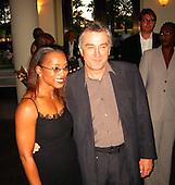 Angela Bassett & Robert De Niro at The Score Premiere 07/09/2001