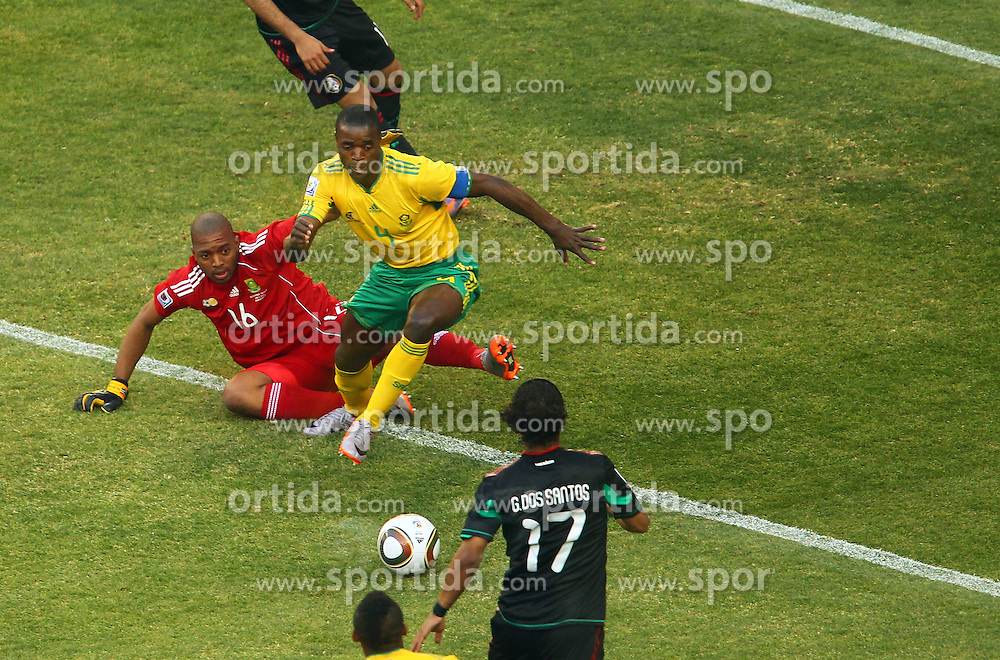 Mexico's Giovani Dos Santos vs South Africa's  goalkeeper Itumeleng .Khune and Aaron Mokoena during the Group A first round 2010 FIFA World Cup South Africa match between South Africa and Mexico at Soccer City Stadium on June 11, 2010 in Johannesburg, South Africa.  (Photo by Vid Ponikvar / Sportida)