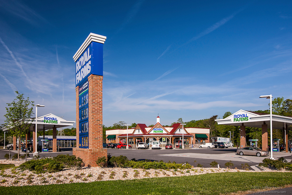 Architectural exterior image of the retail center at Baltimore Corssroads at 95