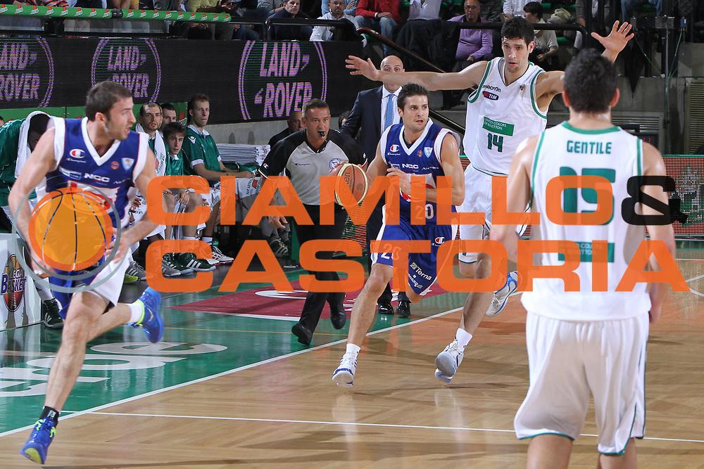 DESCRIZIONE : Treviso Lega A 2011-12 Benetton Treviso Bennet Cantu<br /> GIOCATORE : Cinciarini Andrea<br /> SQUADRA : Benetton Treviso Bennet Cantu<br /> EVENTO : Campionato Lega A 2011-2012 <br /> GARA : Benetton Treviso Bennet Cantu<br /> DATA : 06/11/2011<br /> CATEGORIA : Penetrazione<br /> SPORT : Pallacanestro <br /> AUTORE : Agenzia Ciamillo-Castoria/G.Contessa<br /> Galleria : Lega Basket A 2011-2012 <br /> Fotonotizia : Treviso Lega A 2011-12 Benetton Treviso Bennet Cantu<br /> Predfinita :