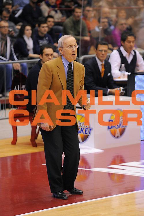 DESCRIZIONE : Milano Lega A 2010-11 Armani Jeans Milano Pepsi Caserta<br />GIOCATORE : Coach Dan Peterson<br />SQUADRA : Armani Jeans Milano<br />EVENTO : Campionato Lega A 2010-2011<br />GARA : Armani Jeans Milano Pepsi Caserta<br />DATA : 05/01/2011<br />CATEGORIA : Ritratto<br />SPORT : Pallacanestro<br />AUTORE : Agenzia Ciamillo-Castoria/A.Dealberto<br />Galleria : Lega Basket A 2010-2011<br />Fotonotizia : Milano Lega A 2010-11Armani Jeans Milano Pepsi Caserta<br />Predefinita :