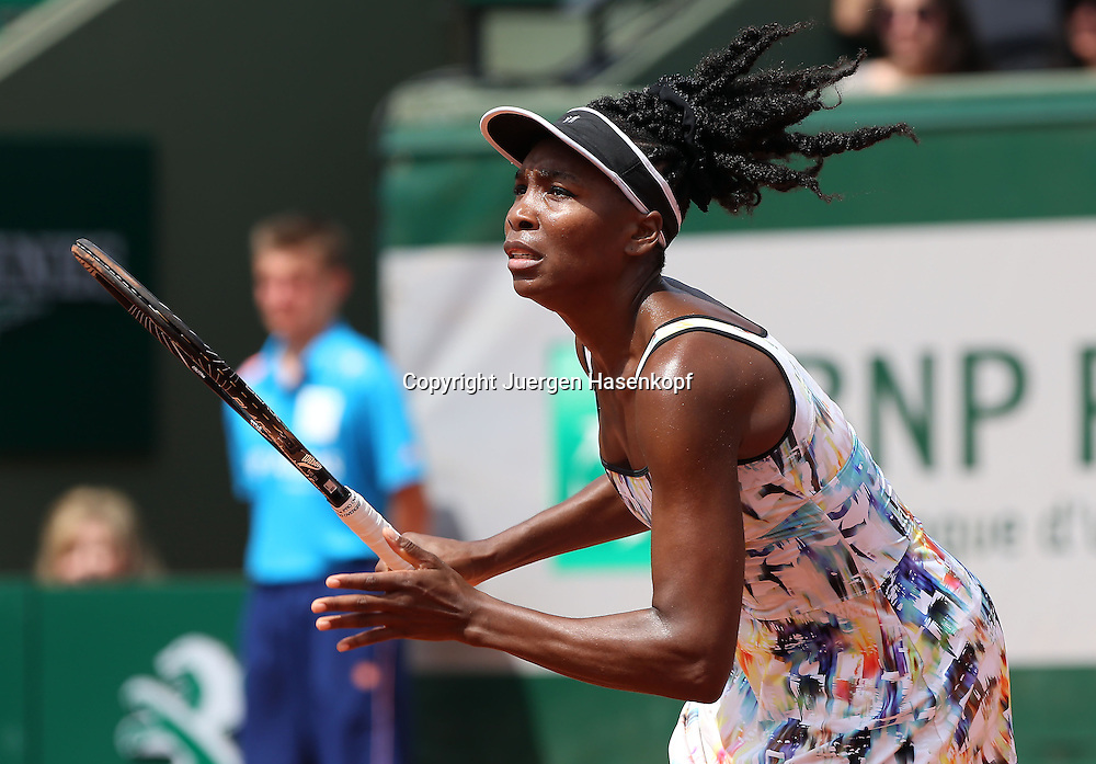 French Open 2014, Roland Garros,Paris,ITF Grand Slam Tennis Tournament,<br /> Venus Williams (USA) sprintzed nach vorn,Aktion,Einzelbild,<br /> Halbkoerper,Querformat,