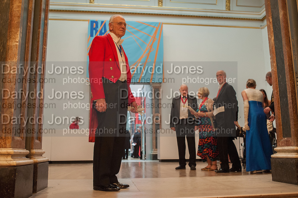 THE TOASTMASTER; PAUL HUXLEY; CHARLES SAUMERAZ SMITH, Royal Academy of Arts Annual dinner. Piccadilly. London. 29 May 2012.