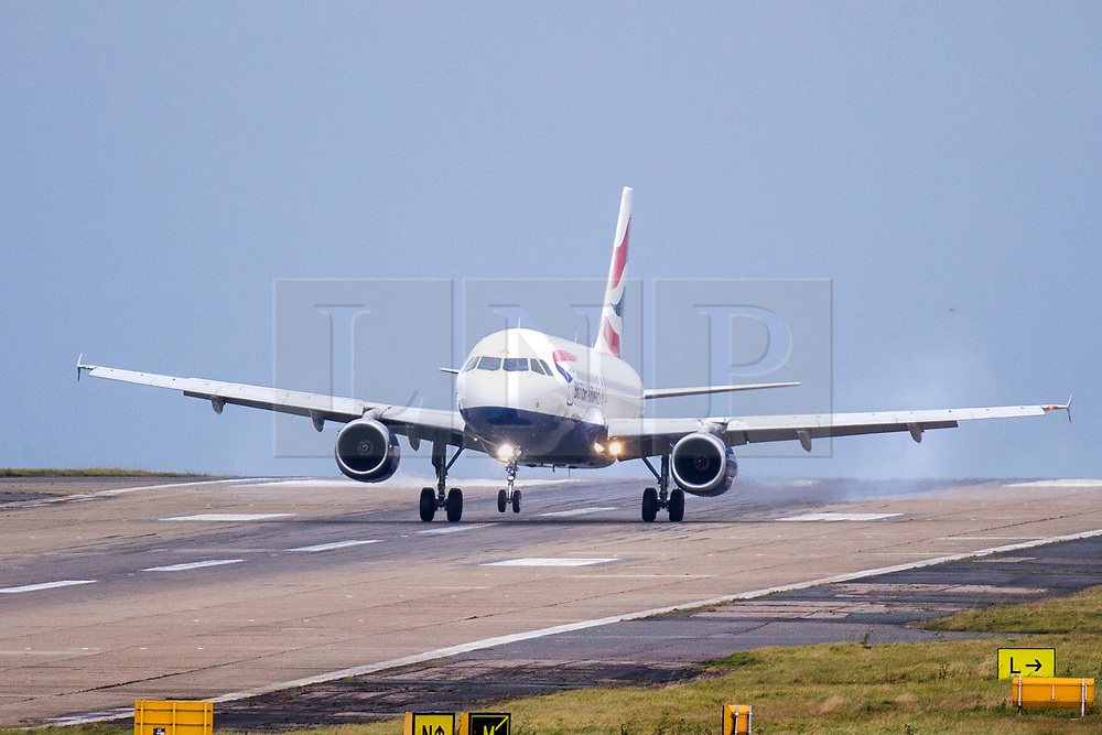© Licensed to London News Pictures. 14/11/2019. Leeds UK. A British Airways aircraft arriving from London has a bumpy landing in the strong winds at Leeds Bradford Airport this morning as the UK braces for more bad weather. Photo credit: Andrew McCaren/LNP