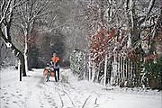 Nederland, Ubbergen, 27-12-2014Sneeuwval in Midden en zuid nederland. Het levert schilderachtige beelden op, maar is voor het verkeer , fietsers en de postbode onaangenaam. FOTO: FLIP FRANSSEN/ HOLLANDSE HOOGTE