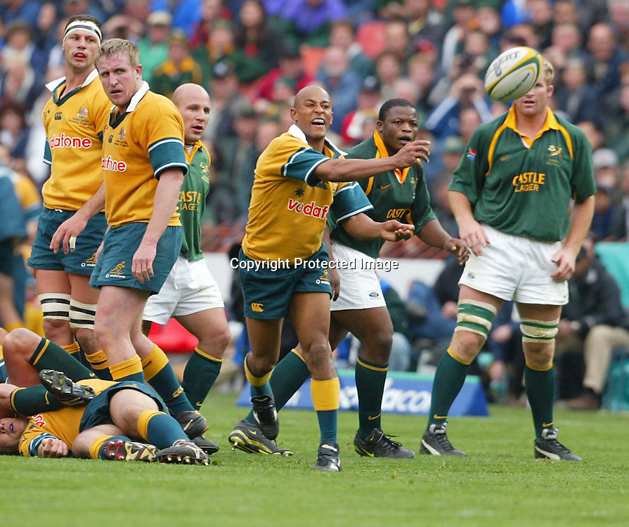 17 August 2002, Ellis Park, Tri - Nations, Rugby Union. South Africa v Australia. George Gregan passes out to his backline. The Springboks defeated Australia, 33-31.<br />