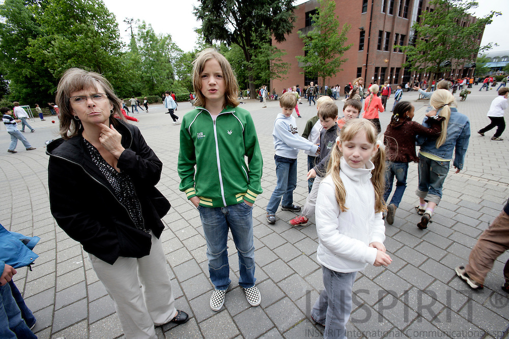 BRUSSELS - BELGIUM - 08 MAY 2007 -- Teacher Rikke SAUZET with one of her students student Troels KARLSEN in green shirt at the Danish section of The European School in Uccle, Schola Europaea Bruxellensis I.  Photo: Erik Luntang