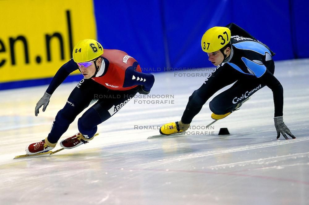 22-03-2009 SHORTTRACK: NK SHORTTRACK: ZOETEMEER<br /> Freek van der Wart 64 en Jeroen Sonneveld 37<br /> &copy;2009-WWW.FOTOHOOGENDOORN.NL