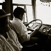 Desde La Cumbre  a 4.725 m. punto m&middot;s alto por donde discurre la carretra de los Yungas, hasta la localidad de Coroico a 1.750 m. los conductores salvan el desnivel de <br /> 3.000m. en dos horas de recorrido.<br /> Foto : JORDI CAMI