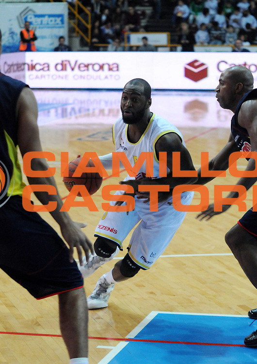 DESCRIZIONE : Verona Campionato Lega Basket A2 2011-12 Tezenis Verona Sigma Barcellona<br /> GIOCATORE : Mario West<br /> SQUADRA : Tezenis Verona<br /> EVENTO : Campionato Lega Basket A2 2011-2012<br /> GARA : Tezenis Verona Sigma Barcellona<br /> DATA : 13/11/2011<br /> CATEGORIA : Palleggio Penetrazione<br /> SPORT : Pallacanestro <br /> AUTORE : Agenzia Ciamillo-Castoria/L.Lussoso<br /> Galleria : Lega Basket A2 2011-2012 <br /> Fotonotizia : Verona Campionato Lega Basket A2 2011-12 Tezenis Verona Sigma Barcellona<br /> Predefinita :