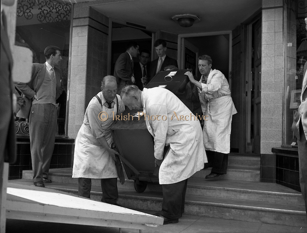 Shanahan's Stamps removed from Dún Laoghaire to Bank .12/06/1959 .