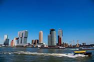 ROTTERDAM - de kop van zuid met de erasmusbrug  en hotel new york en de rotterdam , met een watertaxi en binnenvaartschip , de maas , toerist , toeristen , populair , copyrigt robin utrecht