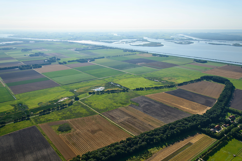 Nederland, Noordoostpolder, Schokland, 27-08-2013. Dorp en voormalig eiland in de Zuiderzee. Zuidelijk deel, gezien naar het Ketelmeer. Onderdeel van de UNESCO Werelderfgoedlijst. <br /> Het verlagen van de grondwaterspiegel in de Noordoostpolder leidt tot inklinking waardoor het eiland steeds lager komt te liggen. Om verder wegzinken te voorkomen een hydrologische zone aangelegd<br /> Village and former island, southern part. Part of the UNESCO World Heritage List.<br /> Lowering the groundwater level in the Noordoostpolder leads to subsidence and causes the island the sink away. In order to prevent further decline a hydrological zone has been created.<br /> luchtfoto (toeslag op standaard tarieven);<br /> aerial photo (additional fee required);<br /> copyright foto/photo Siebe Swart.
