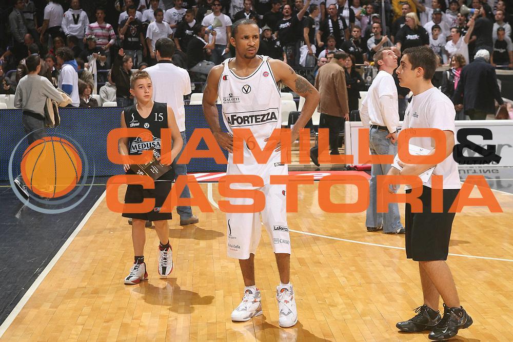 DESCRIZIONE : Bologna Lega A1 2007-08 La Fortezza Virtus Bologna Eldo Napoli<br /> GIOCATORE : Dewarick Spencer<br /> SQUADRA : La Fortezza Virtus Bologna<br /> EVENTO : Campionato Lega A1 2007-2008 <br /> GARA : La Fortezza Virtus Bologna Eldo Napoli<br /> DATA : 21/10/2007 <br /> CATEGORIA : Delusione<br /> SPORT : Pallacanestro <br /> AUTORE : Agenzia Ciamillo-Castoria/M.Marchi