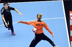 19-12-2015 DEN: World Championships Handball 2015 Training Oranje, Herning<br /> Na een rustige training werd er een persmoment gehouden / Martine Smeets, Tess Wester #33