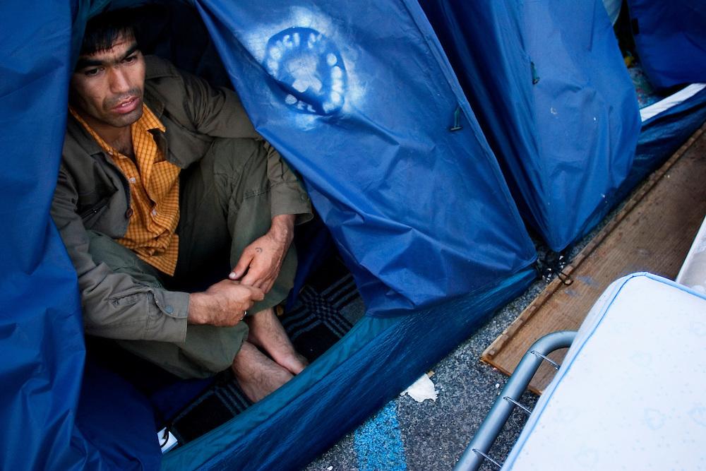 Un Rifugiato Afgano accampato in una zona di Roma<br /> <br /> Afghan refugee in Rome