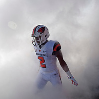 Oreogn State wide receiver Hunter Jarmon comes ontothe field before an NCAA college football game in Corvallis, Ore., Saturday, Sept. 19, 2015. (AP Photo/ Timothy J. Gonzalez)