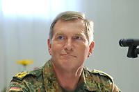 15 JUL 2002, VEITSHOECHHEIM/GERMANY:<br /> Dieter Budde, Generalmajor, Kommandeur der Division Luftbewegliche Operationen, DLO, Veitshoechheim<br /> IMAGE: 20020715-01-030<br /> KEYWORDS: Veitshöchheim