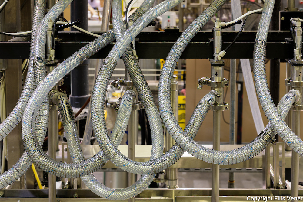 Reinforced pressured hoses on automated filling line