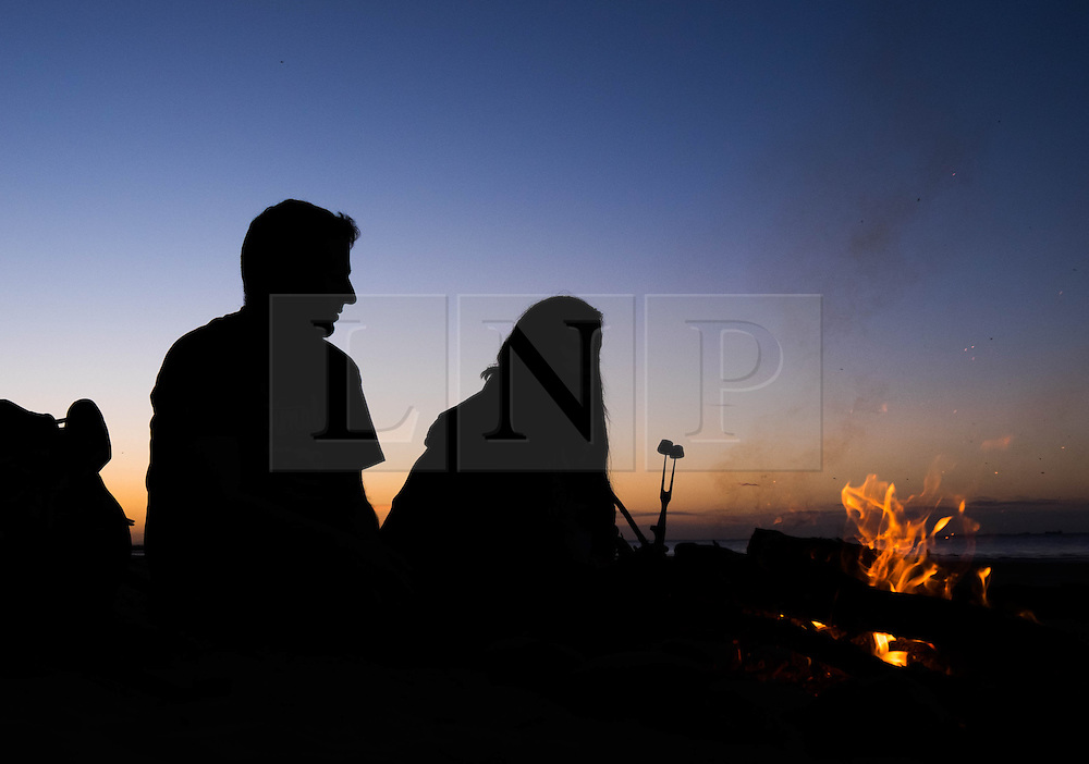 © Licensed to London News Pictures.27/08/15<br /> Saltburn, UK. <br /> <br /> NEIL WHITTLE and his wife Jenny from Saltburn eat marshmallows roasted over a fire on the beach at sunset.<br /> <br /> Photo credit : Ian Forsyth/LNP