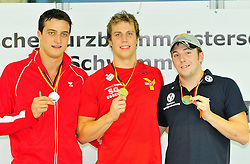 12.11.2010, Schwimmoper, Wuppertal, GER, Deutsche Kurzbahn-Meisterschaft im Bild zeigt de Deutsche Meister Hemdrik Feldwehr ( SG Essen ) in der Mitte seine Medaille.. EXPA Pictures © 2010, PhotoCredit: EXPA/ nph/  Freund+++++ ATTENTION - OUT OF GER +++++
