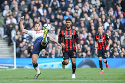 Jan Vertonghen of Tottenham Hotspur stretches to clear the ball - Mandatory by-line: Arron Gent/JMP - 13/04/2019 - FOOTBALL - White Hart Lane - London, England - Tottenham Hotspur v Huddersfield Town - Premier League
