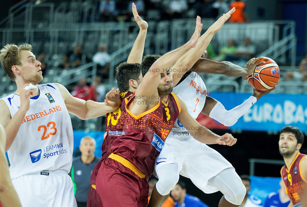 06-09-2015 CRO: FIBA Europe Eurobasket 2015 Nederland - Macedonie, Zagreb<br /> Vojdan Stojanovski of Macedonia vs Charlon Kloof of Netherlands during basketball match between Netherlands and Macedonia at Day 2 in Group C of FIBA Europe Eurobasket 2015, on September 6, 2015, in Arena Zagreb, Croatia. Photo by Vid Ponikvar / RHF