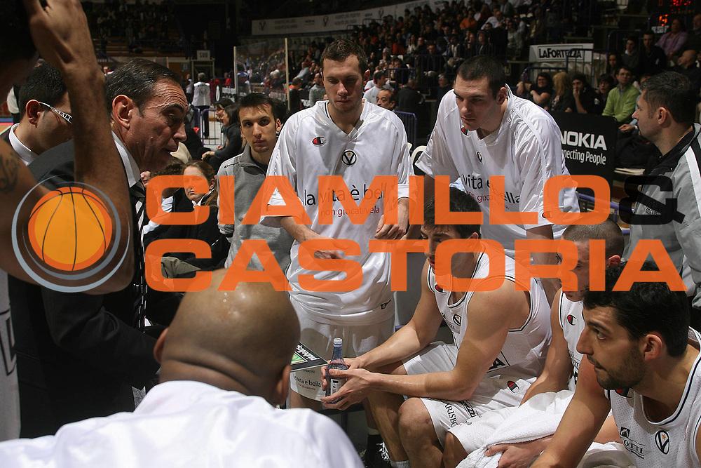 DESCRIZIONE : Bologna Lega A1 2007-08 La Fortezza Virtus Bologna Tisettanta Cantu<br /> GIOCATORE : Renato Pasquali Team Virtus Bologna <br /> SQUADRA : La Fortezza Virtus Bologna<br /> EVENTO : Campionato Lega A1 2007-2008 <br /> GARA : La Fortezza Virtus Bologna Tisettanta Cantu<br /> DATA : 27/01/2008<br /> CATEGORIA : Timeout  <br /> SPORT : Pallacanestro <br /> AUTORE : Agenzia Ciamillo-Castoria/M.Marchi