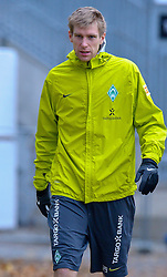 09.11.2010, Platz 5, Bremen, GER, Training Werder Bremen, im Bild  Per Mertesacker ( Werder #29 )  auf den Weg zum Training   EXPA Pictures © 2010, PhotoCredit: EXPA/ nph/  Kokenge+++++ ATTENTION - OUT OF GER +++++
