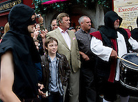 "Sir Terry Wogan Looks on as The Headless Kings presented an re-enactment of ""The King's Head"" at the pub of the same name in Galway City  for Terry Wogan's Ireland a 2 part BBC programme by the Limerick man and BBC presenter. . Photo:Andrew Downes"