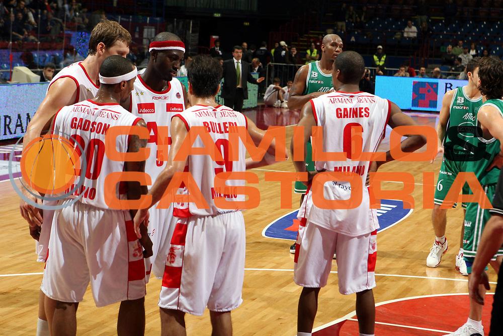 DESCRIZIONE : Milano Lega A1 2007-08 Armani Jeans Milano Benetton Treviso<br />GIOCATORE : Team Armani Jeans Milano<br />SQUADRA : Armani Jeans Milano<br />EVENTO : Campionato Lega A1 2007-2008<br />GARA : Armani Jeans Milano Benetton Treviso<br />DATA : 28/10/2007<br />CATEGORIA : Ritratto<br />SPORT : Pallacanestro<br />AUTORE : Agenzia Ciamillo-Castoria/G.Ciamillo