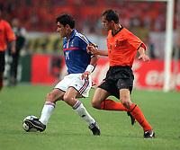 Fotball<br /> EM-sluttspillet 2000<br /> Frankrike v Nederland<br /> Foto: Digitalsport<br /> Norway Only<br /> Robert Pirers, Frankrike, og Phillipe Cocu, Nederland
