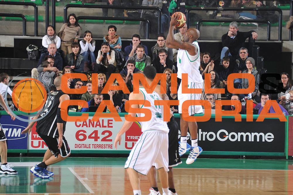DESCRIZIONE : Treviso Lega A 2011-12 Benetton Treviso Otto Caserta<br /> GIOCATORE : marcus goree<br /> CATEGORIA :  tiro controcampo<br /> SQUADRA : Benetton Treviso Otto Caserta<br /> EVENTO : Campionato Lega A 2011-2012<br /> GARA : Benetton Treviso Otto Caserta<br /> DATA : 21/01/2012<br /> SPORT : Pallacanestro<br /> AUTORE : Agenzia Ciamillo-Castoria/M.Gregolin<br /> Galleria : Lega Basket A 2011-2012<br /> Fotonotizia :  Treviso Lega A 2011-12 Benetton Treviso Otto Caserta<br /> Predefinita :