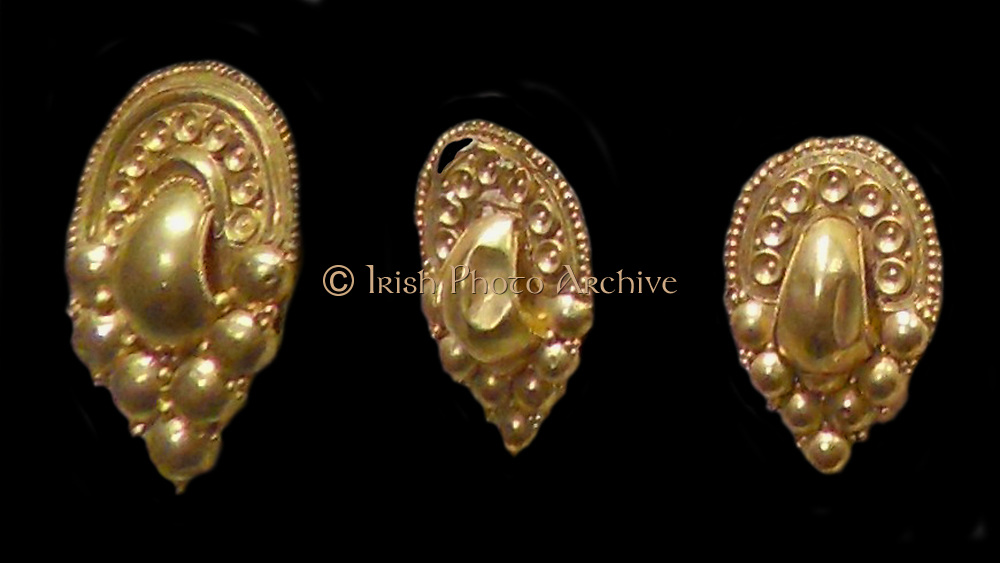 Etruscan gold earrings dated from 4th -3rd Century BC