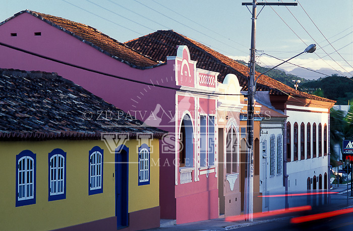 Casas antigas a frente e o Centro Historico de Sao Jose ao fundo, Sao Jose, Santa Catarina, Brasil, 02/04/2003 foto de Ze Paiva/Vista Imagens