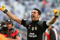21.05.2017 - Torino Juventus Stadium -  Festa e premiazione scudetto 2016-17  nella  foto: Gianluigi Buffon festeggia sotto la curva