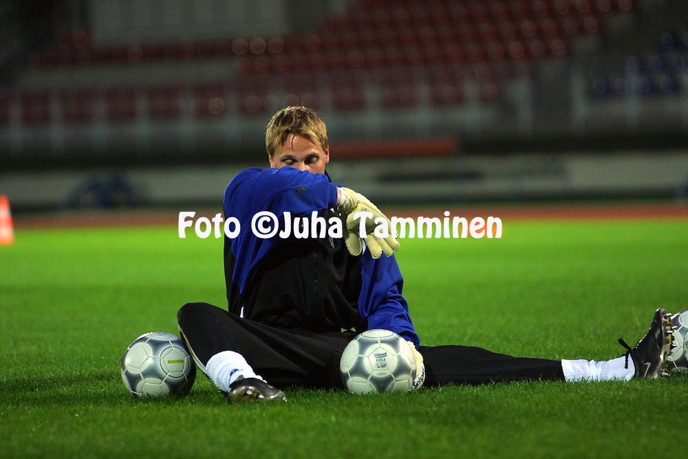 03.10.2001, Essen, Germany. Finnish National Team traning session before the FIFA World Cup Qualifying Match v Germany. Antti Niemi..©JUHA TAMMINEN