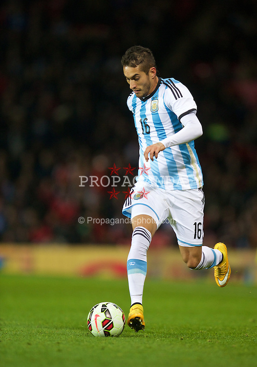 MANCHESTER, ENGLAND - Tuesday, November 18, 2014: Argentina's Roberto Pereyra in action against Portugal during the International Friendly match at Old Trafford. (Pic by David Rawcliffe/Propaganda)